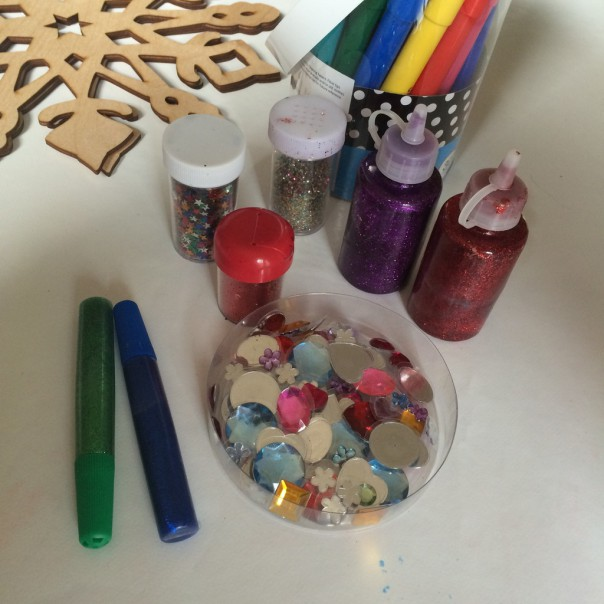 Included in the kits: glitter glue, glitter and self adhesive jewels.