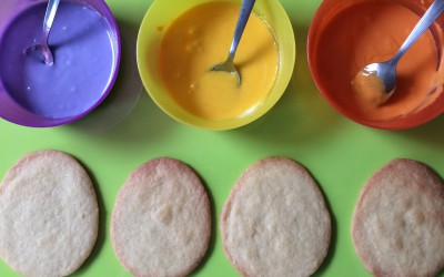 Make two or three different coloured water icing.